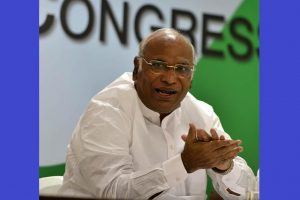 Mallikarjun Kharge accuses BJP of trying to destabilise Karnataka govt