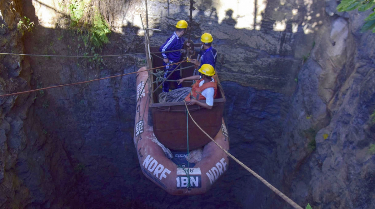 Meghalaya miners, Untraced, Odisha firefighters, Pump out, Water