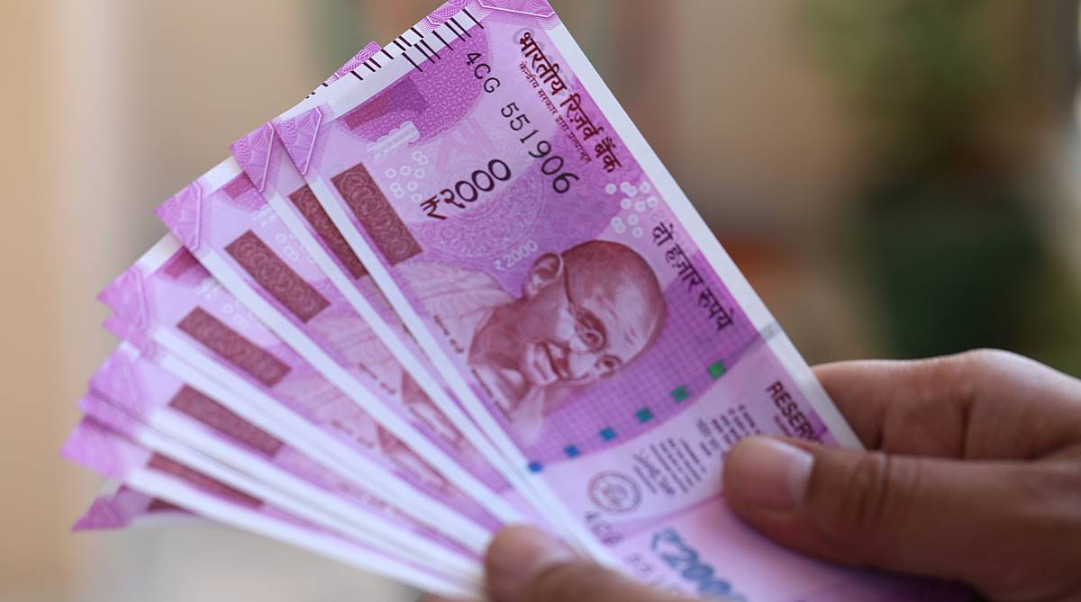 New Year cheer: Rupee rises 15 paise to 69.62 against US dollar in early trade