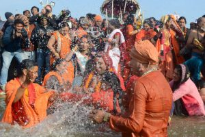 Second Shahi Snan at Kumbh, lakhs take dip in Sangam on Paush Poornima
