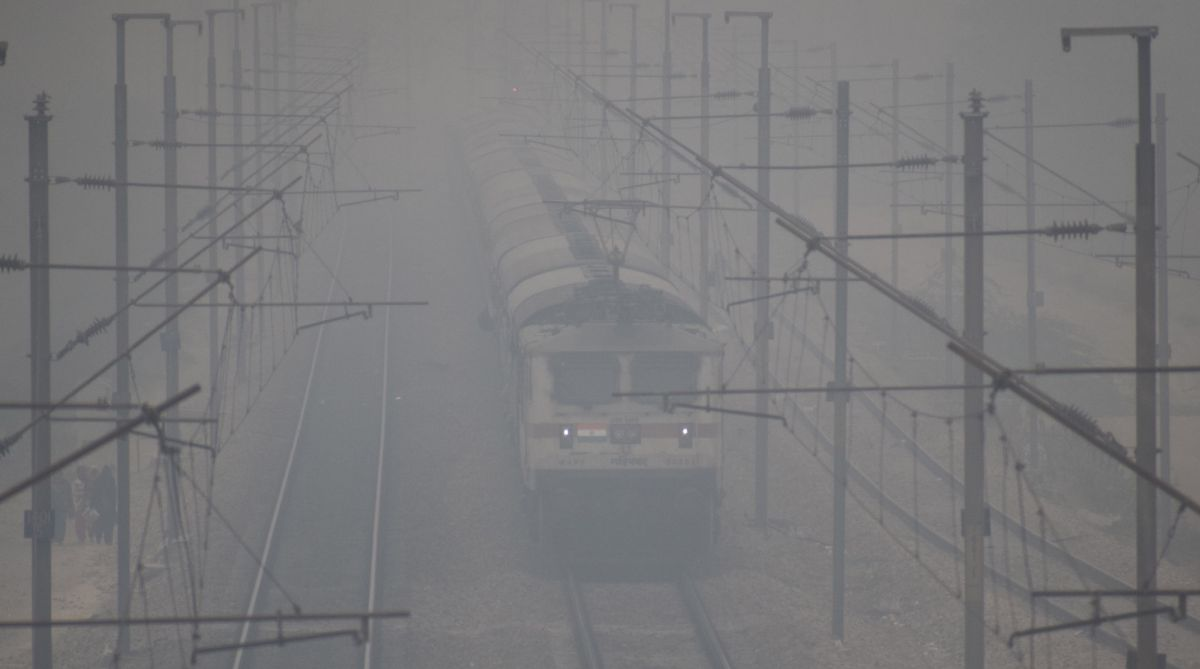 Trains delayed, Delhi airport, IGI Airport, flights disrupted, Delhi fog, Delhi weather, Delhi AQI, Delhi air quality, IMD, CPCB