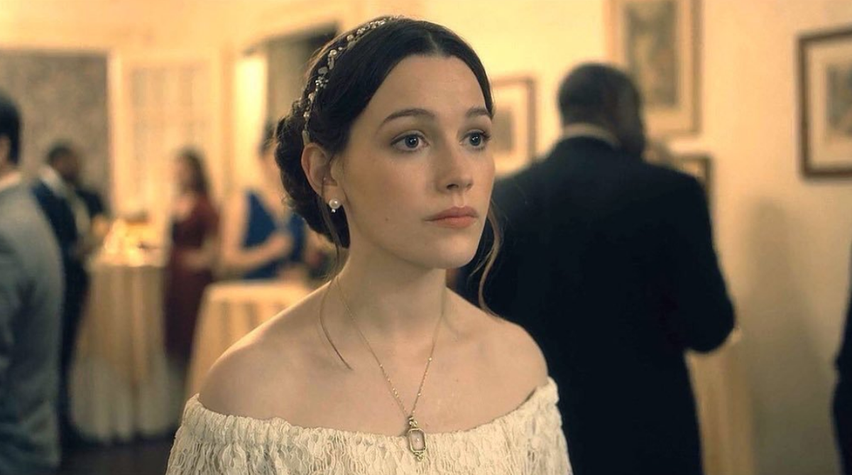 You Season 2 Casts Haunting Of Hill House Star