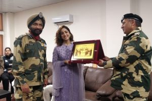 Yami Gautam felicitated by BSF Jawans after Uri success