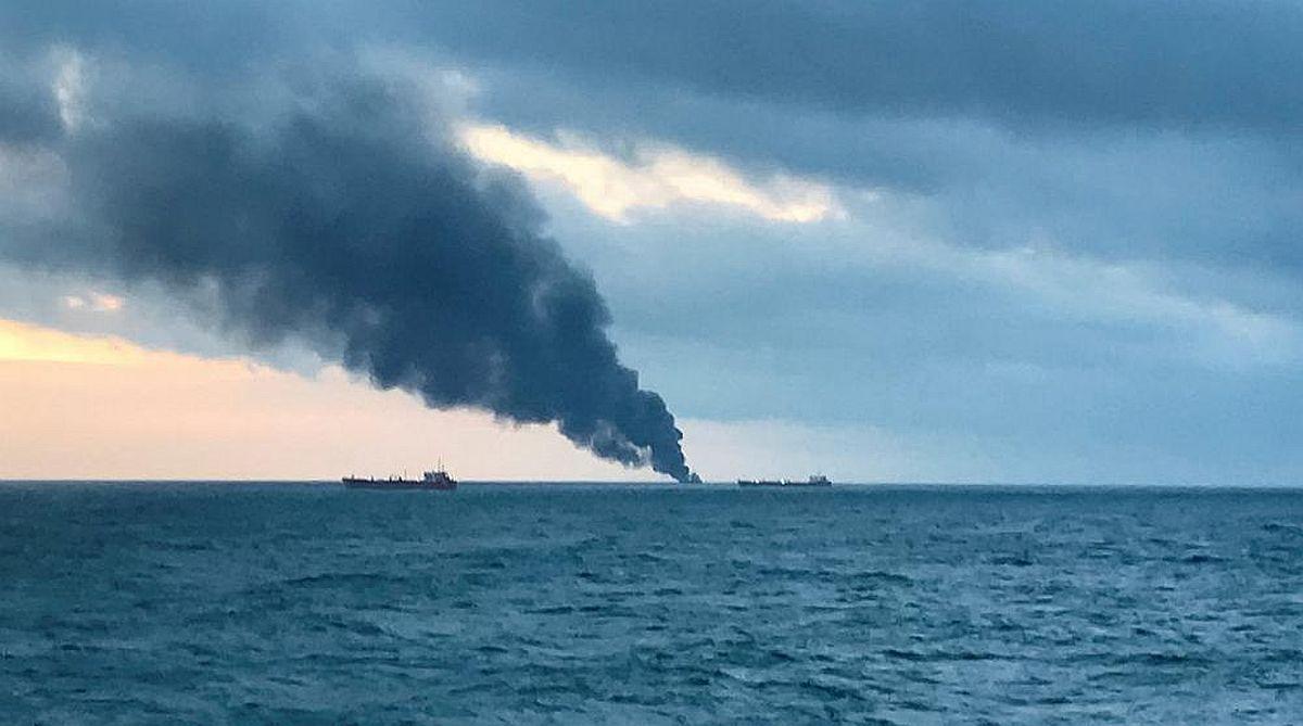 2 ships catch fire