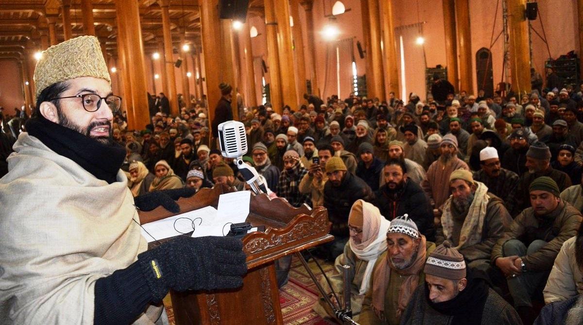 Mirwaiz Umer Farooq, Hurriyat Conference, Mehbooba Mufti, Srinagar's Jamia Masjid, Kashmir, ISIS flags, Jamia Masjid