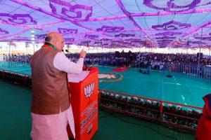 Amit Shah blames Jawaharlal Nehru for Kashmir turmoil, Congress hits back