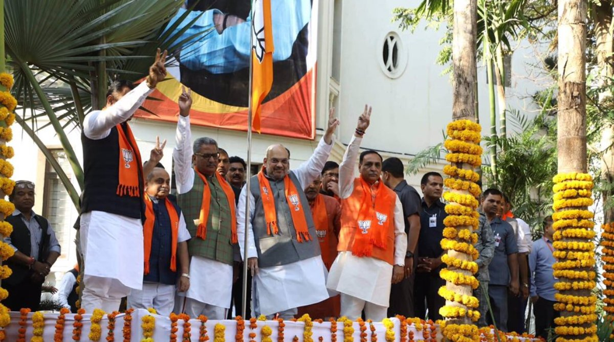 BJP leaders, Party flag, Lok Sabha elections, Amit Shah