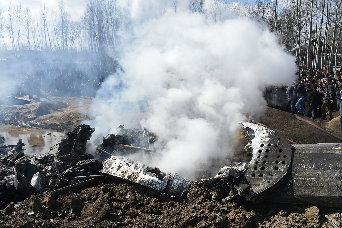 Iaf Chopper Crashes In Jammu And Kashmir S Budgam 2 Pilots