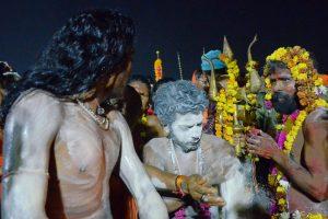Thousands take holy dip at Kumbh on 'Mauni Amavasya'