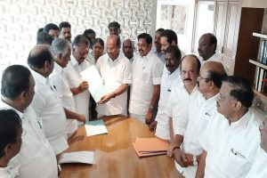 AIADMK clinches Lok Sabha poll alliance deal with PMK, to fight on 21 seats