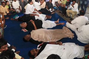 Puducherry CM protest enters 2nd day, sleeps on road outside Kiran Bedi's home