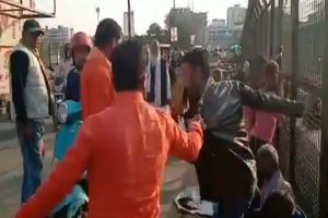 2 Kashmiri vendors beaten up by fringe right-wing members in Lucknow; 1 arrested