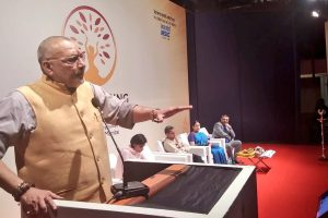 Giriraj Singh refusing to contest against Kanhaiya Kumar in Begusarai embarrasses BJP