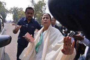 Mamata Banerjee offers to mediate to solve Kashmir problem