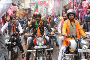 Opposition slams Manoj Tiwari for wearing military fatigues at BJP rally