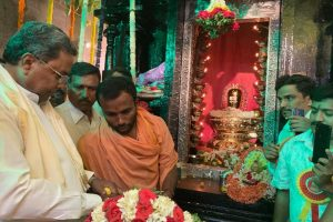 Scared of people who sport tilak: Siddaramaiah