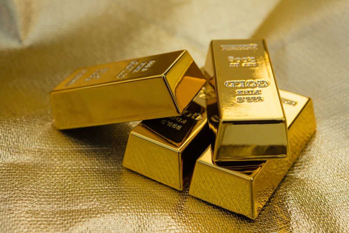 Gold prices fell by Rs 93 to Rs 31,252 per 10 gram in futures trade Friday as speculators went for profit-booking at prevailing levels even as the metal strengthened overseas.