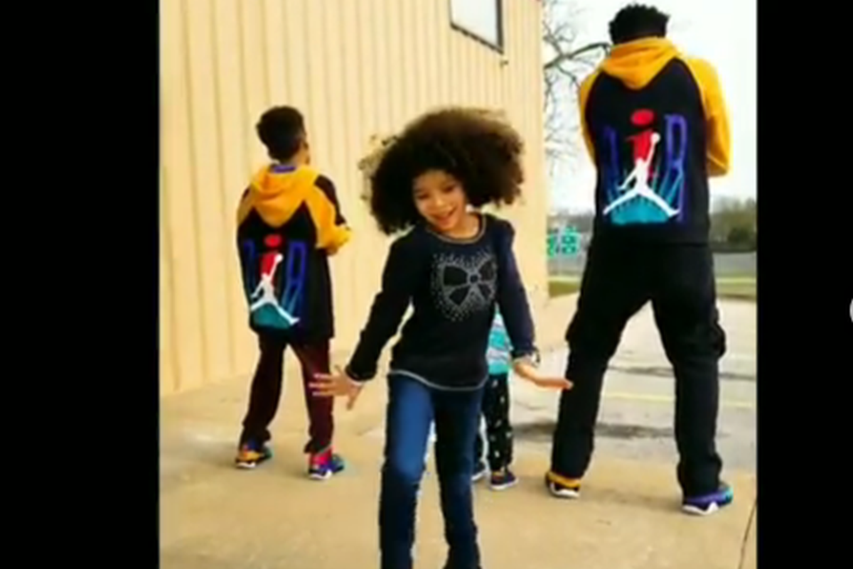 WATCH   Father and 3 kids grooving to Bollywood hit Akh Lad Jaave winning the internet