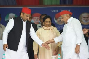 Mulayam, Mayawati share stage for first time after over two decades