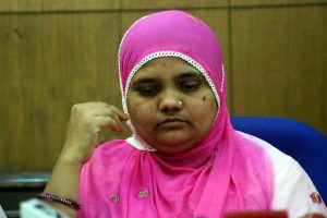 SC directs Gujarat govt to pay solatium of Rs 50 lakh to 2002 riots victim Bilkis Bano