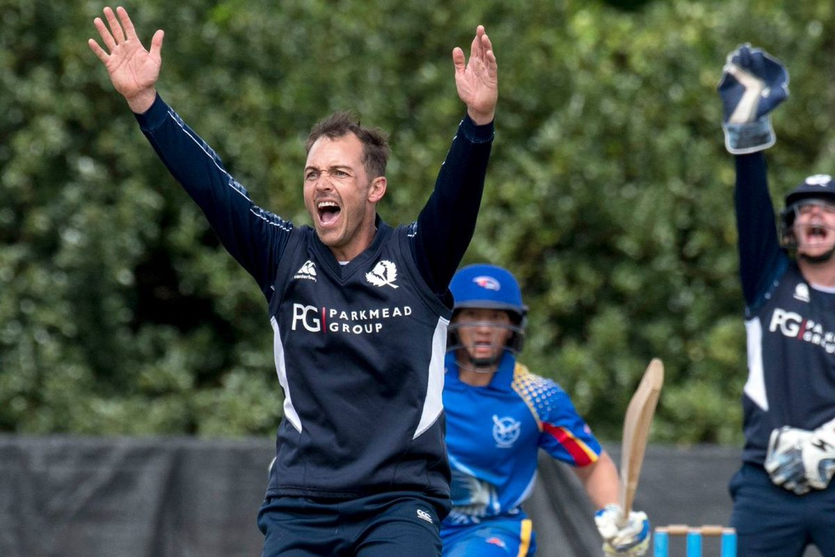 Scotland all-rounder Con de Lange dies at 38