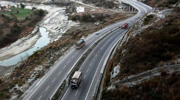 Faced with criticism, Governor lifts ban on movement of civilian traffic on Srinagar-Baramulla stretch of highway