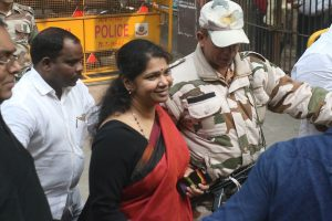 Supreme Court stays proceedings on plea challenging Kanimozhi's election