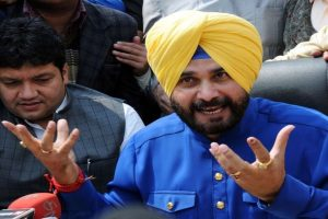 Sulking Sidhu eyeing new inning with AAP?