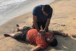 Indian Navy officer Lt Rahul Dalal saves drowning man at Vypin Beach in Kochi