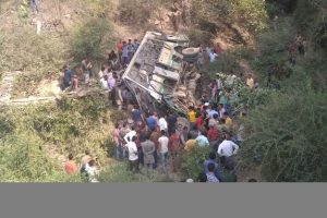 10 killed, 18 injured in bus accident in Himachal