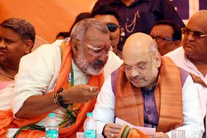 EC issues show cause notice to Giriraj Singh for 'communal' remark