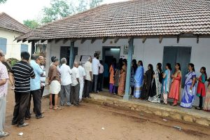 Lok Sabha polls | Faulty EVMs delay polling in Kerala; six deaths reported