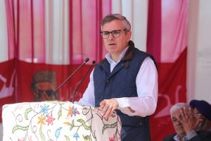 Omar blames Mehbooba for NIA case against Mirwaiz