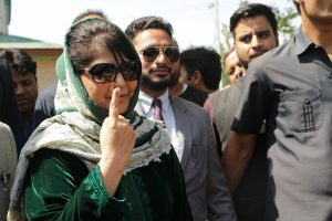 Panicked by low voting, Mehbooba gives communal twist to election campaign
