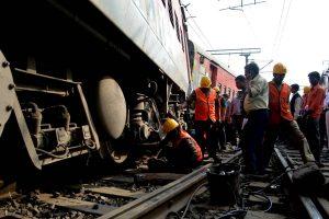 Howrah-New Delhi Poorva Express derails near Kanpur, 14 injured