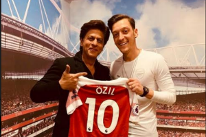 Shah Rukh Khan watches Arsenal match in London on invitation of Mesut Özil