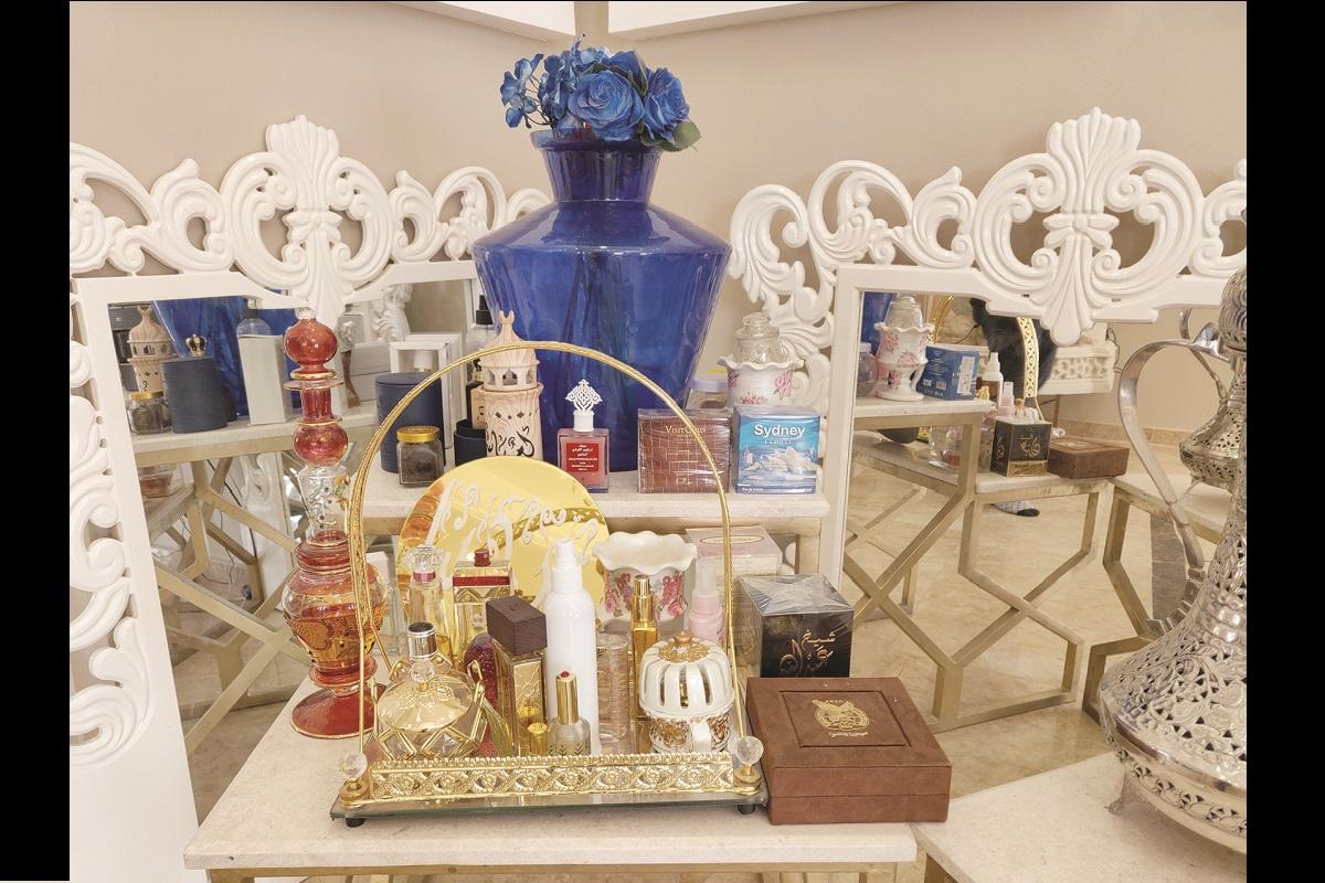 Sharjah, Hindi, Emirati culture, Arab world, Dubai, Travel
