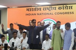 BJP 'one-man show, two-man army': Shatrughan Sinha formally joins Congress