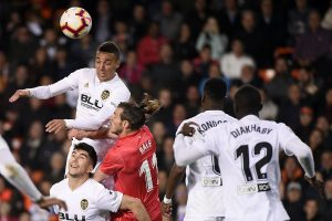 Valencia overcome cautious Real Madrid 2-1