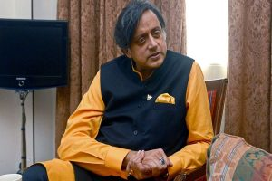Shashi Tharoor suffers head injuries while performing ritual at Kerala temple