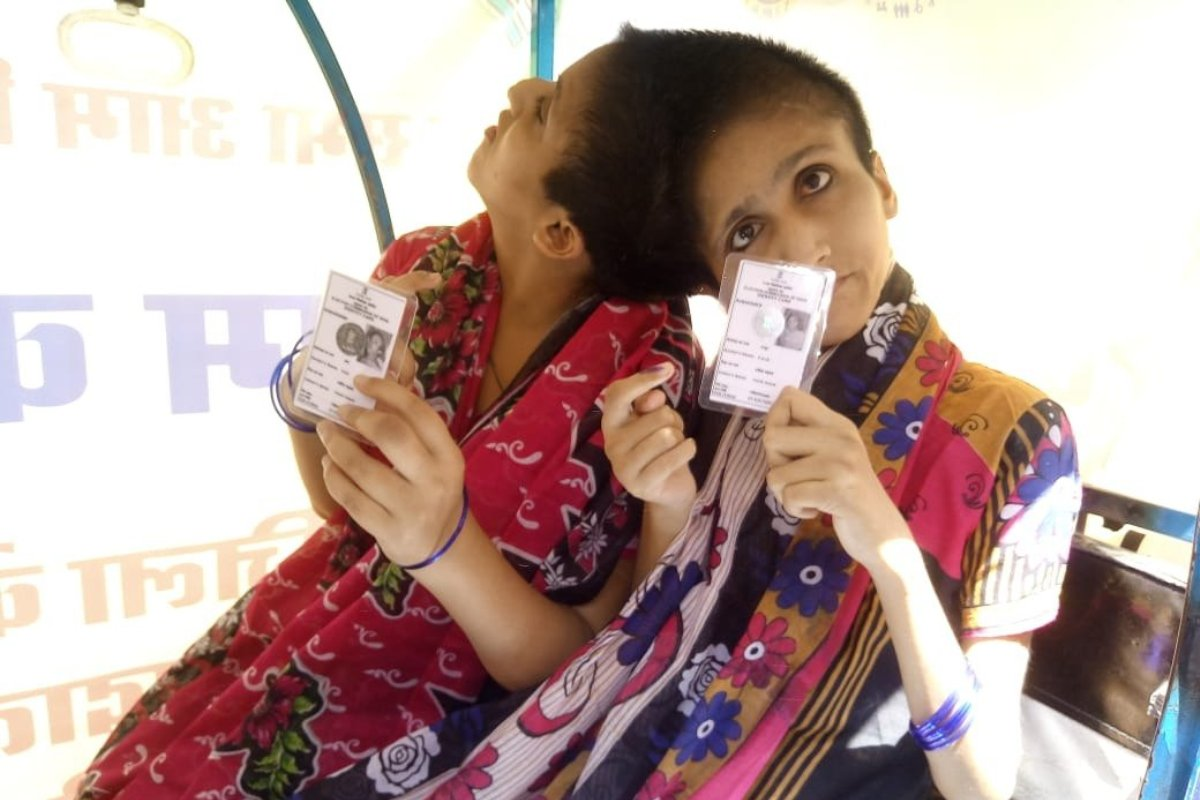 Conjoined sisters, Patna, Vote, Separate individuals, Saba and Farah