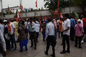 Celebrations begin outside BJP headquarters in Delhi as India set for Modi 2.0