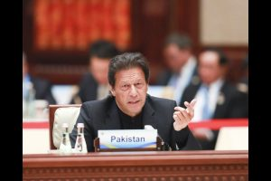 Pak PM Imran Khan congratulates PM Modi, hopes to work for 'peace'