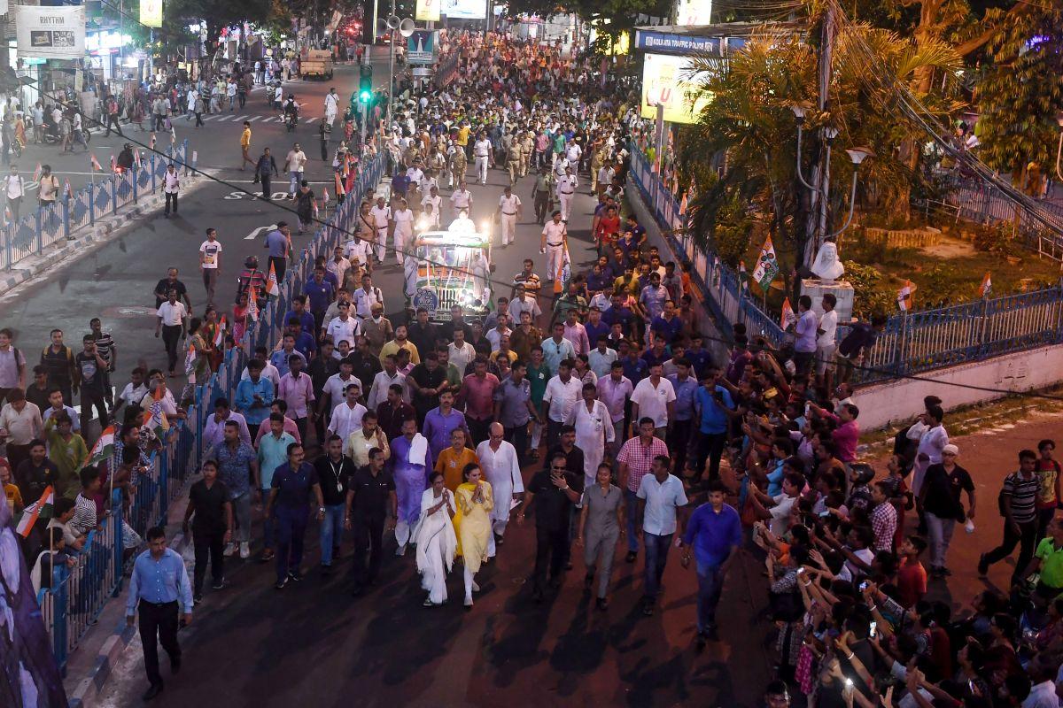 Kolkata Police SIT to probe College Street violence, Vidyasagar bust desecration