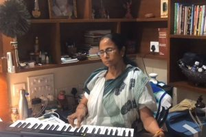Ahead of poll results, Mamata Banerjee plays Rabindra Sangeet on piano