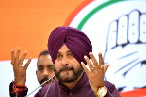 Unfairly 'singled out' for Congress' poor show: Navjot Sidhu hits back at Amarinder Singh