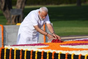 Ahead of oath ceremony, Modi pays tribute at Rajghat, National War Memorial