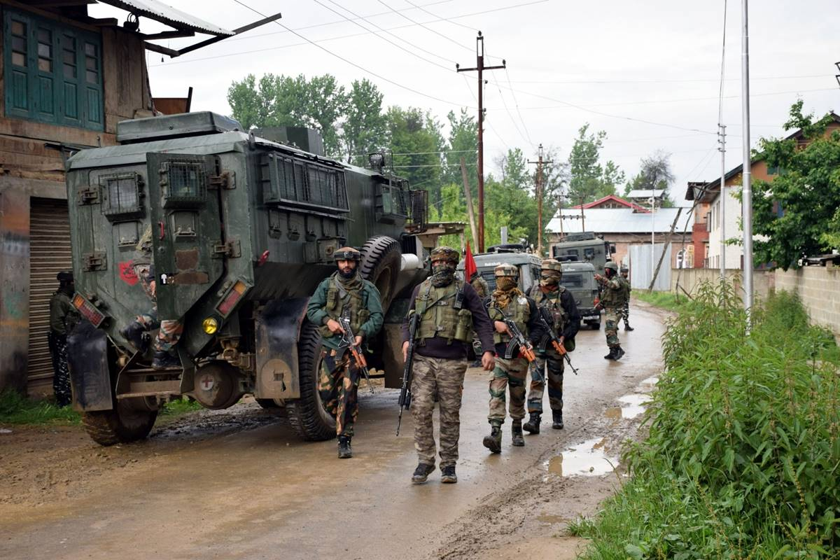 Kareemabad, Security forces, cordon and search operation, Jammu and Kashmir, Pulwama, J-K terrorists