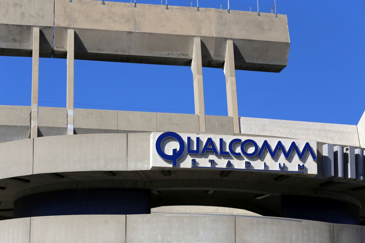 After settling a bitter multi-billion dollar legal battle with Apple, the CEO of US-based chip-maker Qualcomm received a hefty bonus of $3.5 million.