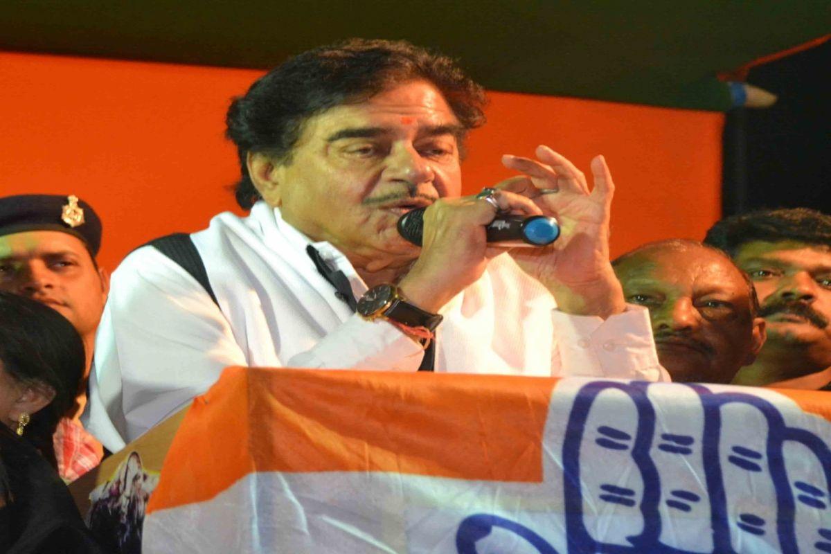 Shatrughan Sinha makes going tough for Ravi Shankar in Patna